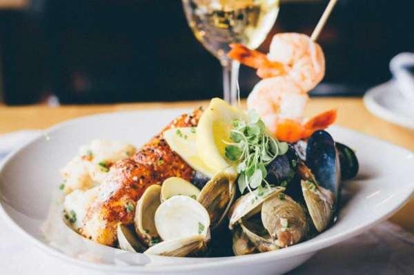 seafood restaurant, shack du pecheur, boucherville restaurant, montreal restaurant, fish and chips, seafood