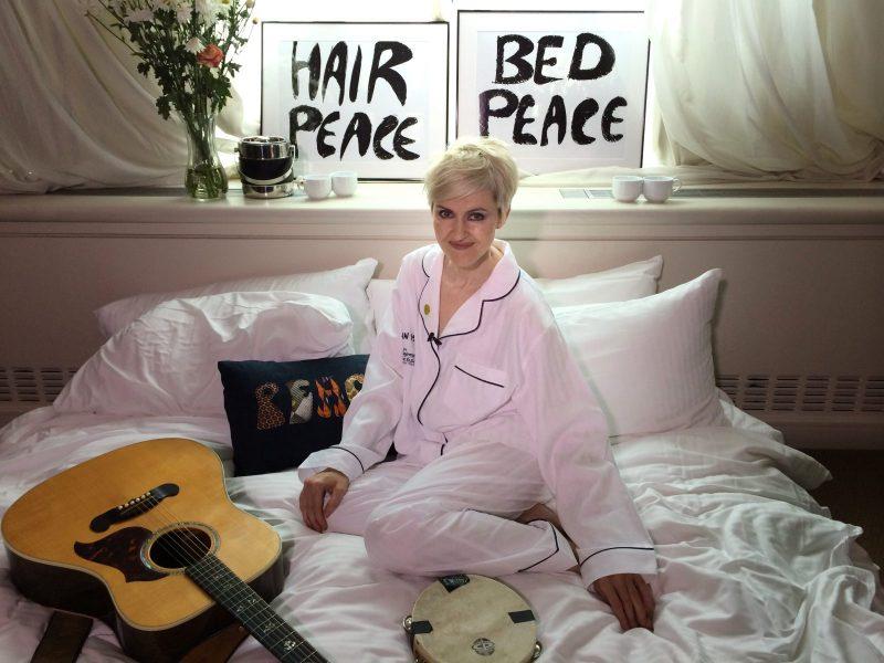 bed-in for peace, le reine elizabeth, john lennon, yoko ono, vietnam war, 900 Boulevard René-Lévesque